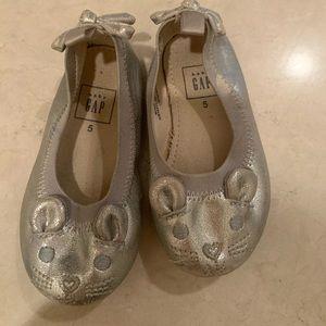 Gap girls metallic silver ballet slippers !
